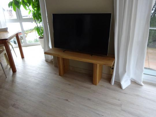 TV Rack aus Wildeiche massiv