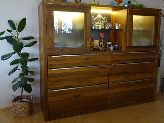 Highboard aus Eiche massiv