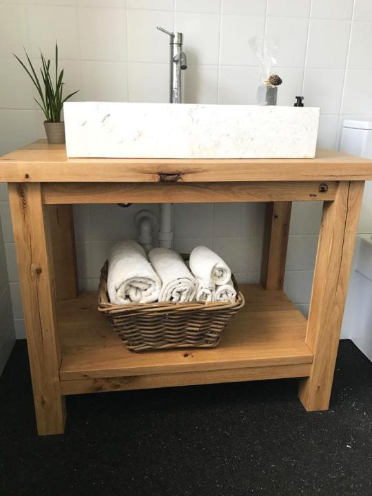 Waschtisch aus Eichenbalken
