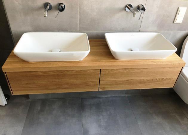 Waschtisch aus Eiche mit zwei Schubkasten