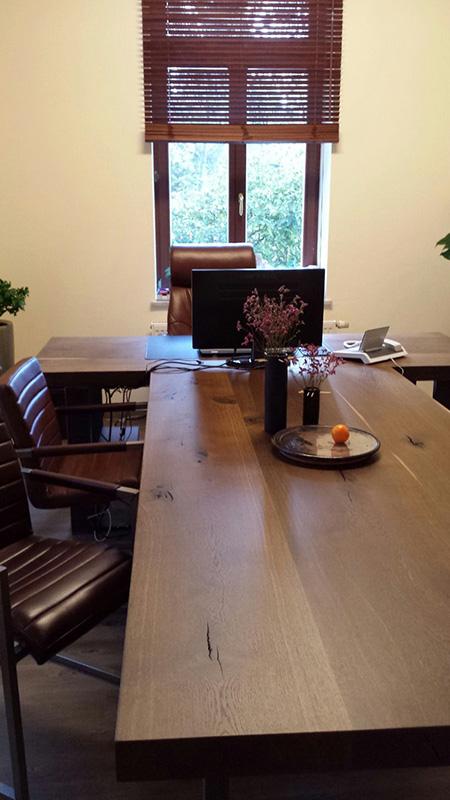 Schreibtisch besprechungstisch eiche massiv ger uchert for Schreibtisch eiche massiv